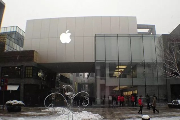Puerta de una de las Apple Store en China