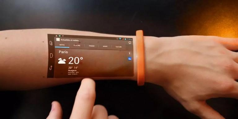 móvil en el brazo integrado