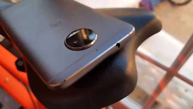 Toma de auriculaers del Motorola Moto G5S Plus