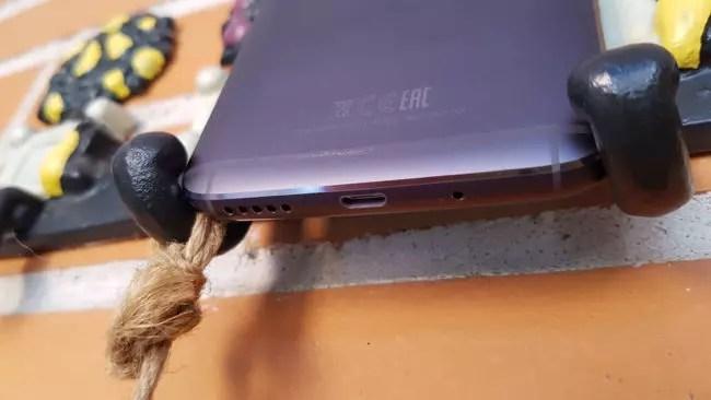 Puerto USB del Motorola Moto G5S Plus