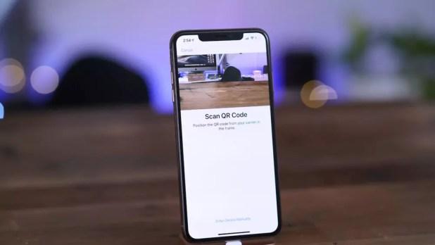 Apartado desde el que escanear el código QR para configurar la eSIM del iPhone XS