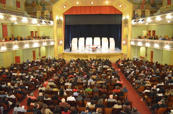 A plateia no Cine-Theatro Central