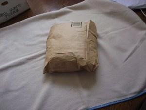 米袋を毛布にくるむ