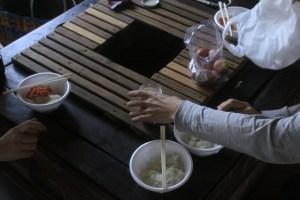 同じ釜の飯を食うを食うと良いと聞いて他ので、TKGを作る。昼飯これだけ...