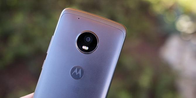 Moto G5 Plus Review: Téléphone milieu de gamme solide moto 5