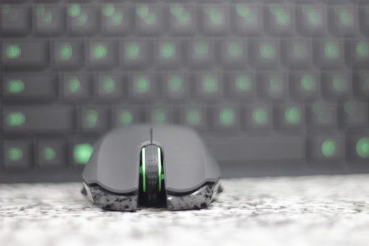 Razer Turret Review: Qu'est-ce que c'est, un tapis de souris pour les fourmis? RazerTurret18 532x355