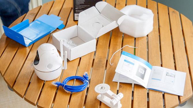 Reolink C2 Pro 5MP: Caméra de sécurité intérieure ultra claire (revue et cadeau!) Reolink c2 pro contenu de la boîte