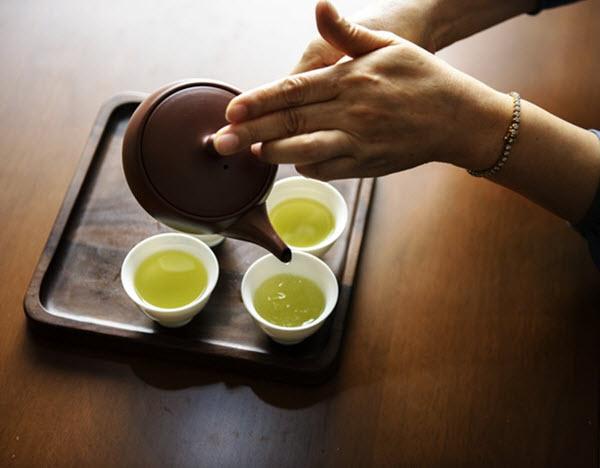 boire du thé vert