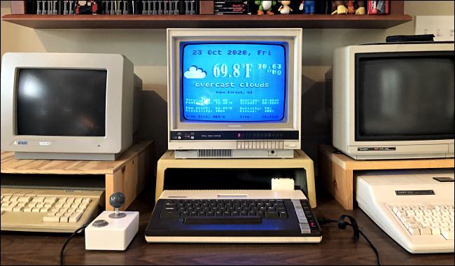 Eine Wettervorhersage auf einem Atari 800XL-Computerbildschirm.
