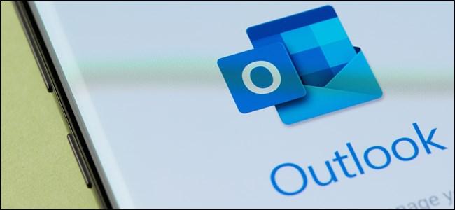 Das Outlook-Symbol auf einem Android-Smartphone.
