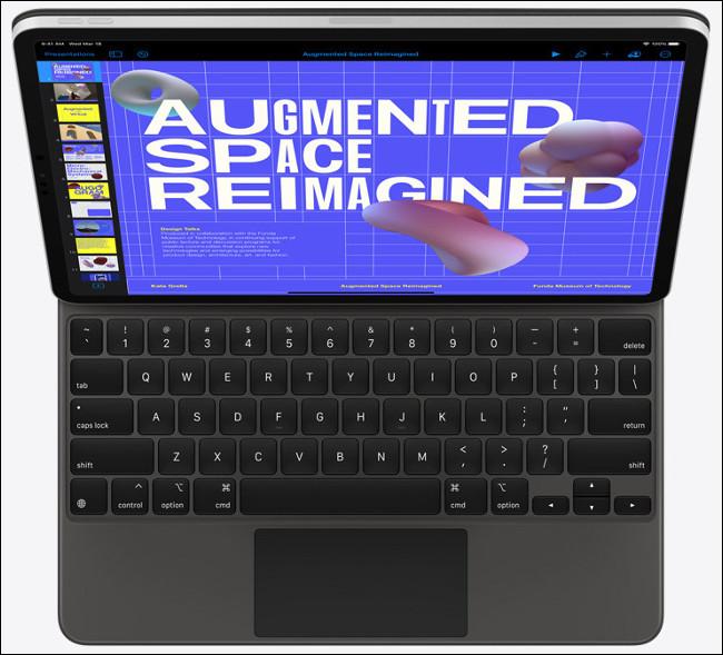 Un iPad Pro avec Magic Keyboard et trackpad.