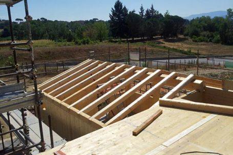 Borgo a scarperia montaggio tetto in legno fienile