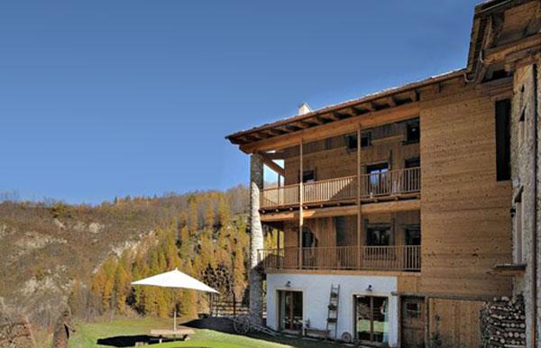 turismo sostenibile: hotel in legno locanda occitana lou pitavin
