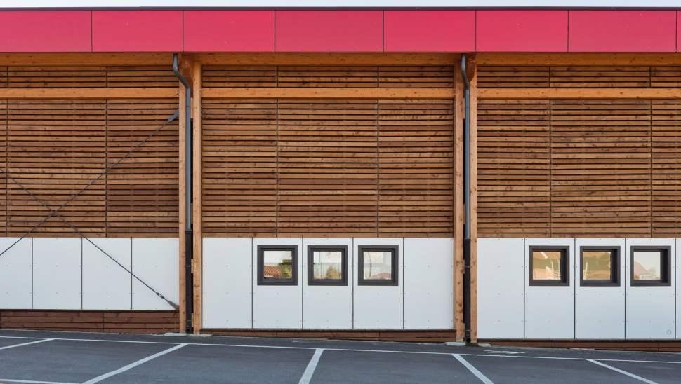 Capannone legno Salmour Cuneo - 16 esterno particolare facciata - Mozzone Building System