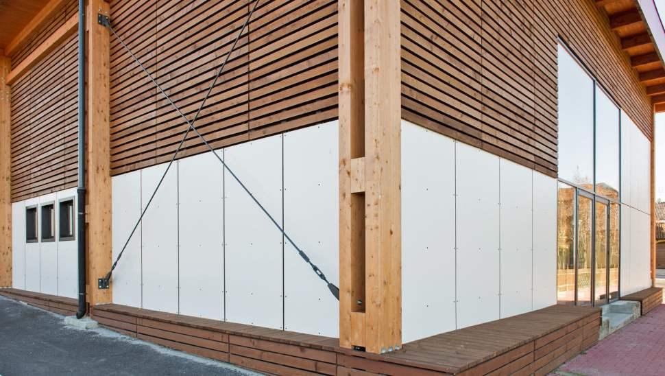 Capannone legno Salmour Cuneo - 17 esterno dettaglio angolo - Mozzone Building System