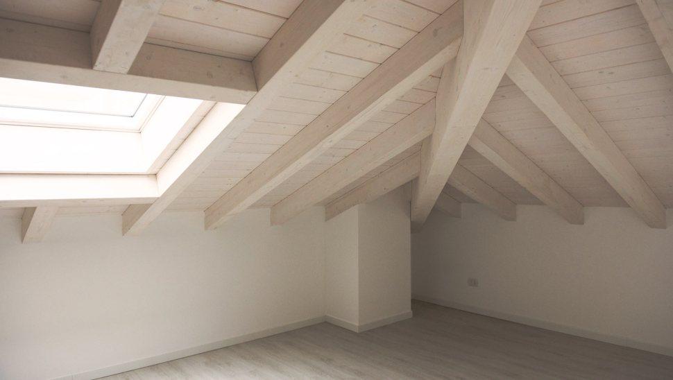 Palazzina 2piani legno BBS Legnano Milano 04 - sottotetto - Mozzone Building System