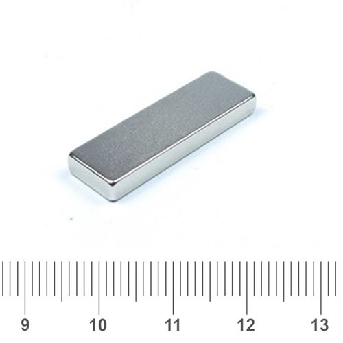 25 x 8 x 3mm NdFeB Radial Rectangle Magnet N42 Nickel