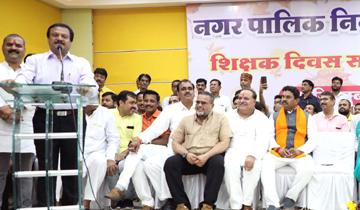 लोक निर्माण मंत्री श्री सज्जन सिंह वर्मा ने आज देवास में शिक्षक दिवस समारोह को संबोधित किया।