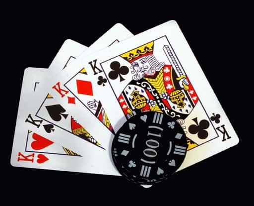カードゲームは根強い人気