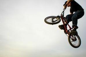 Jak podskoczyć na rowerze