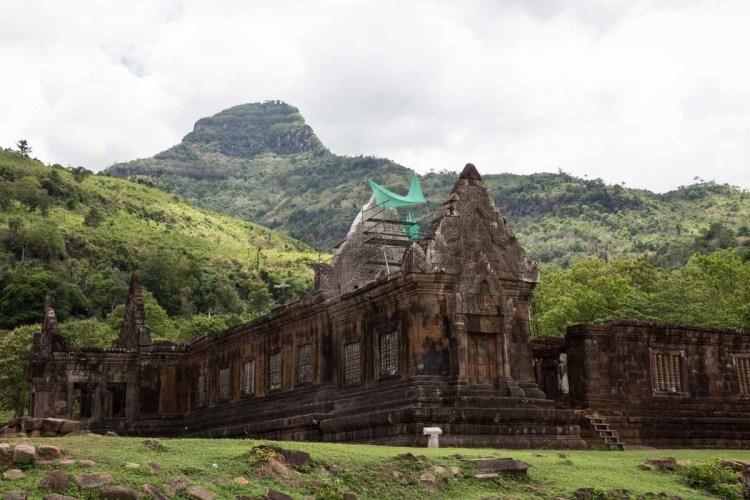 占巴塞山脚下的 Wat Phu
