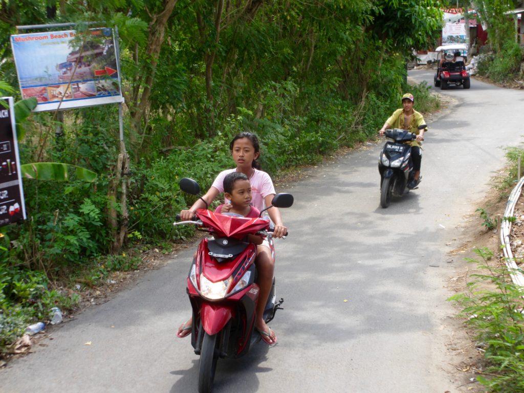 Local kids - Nusa Ceningan
