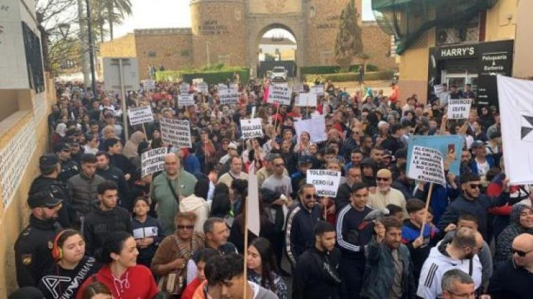 مسيرة حاشدة لمغاربة سبتة احتجاجا على التهميش والعنصرية