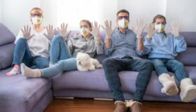 """""""الزموا منازلكم""""، تدبير يعم العالم سعيا لوقف انتشار وباء كوفيد-19"""
