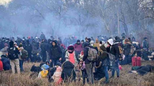 طالبو اللجوء يغادرون حدود اليونان بعد رفض آثينا السماح لهم بالعبور للاتحاد الاوروبي