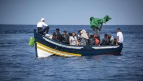 """فيروس """"كورونا"""" يدفع شبانا إلى الحريڭ من إسبانيا نحو المغرب"""