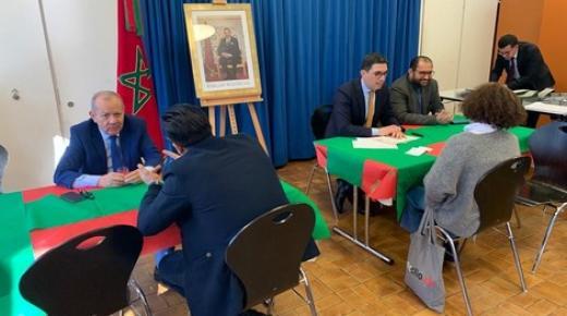 السفير أزولاي يلتقي مغاربة سويسرا ويعد بخدمات قنصلية متنقلة