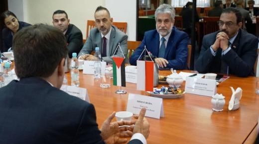 بولونيا تعرض على اليونان إرسال أمنييها للمساعدة في مواجهة تدفق الهجرة من تركيا