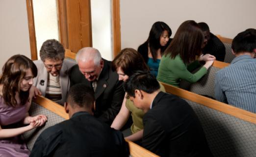 Orando con la iglesia