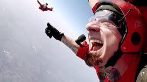 download 11 - My #first Skydiving showcase, il concerto di J-Ax inizia in volo. Video