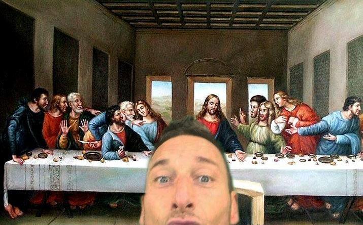 1421002525800 10487579 10206264527758867 4331168604721952192 n - Il selfie di Totti, in Rete scatta subito parodia