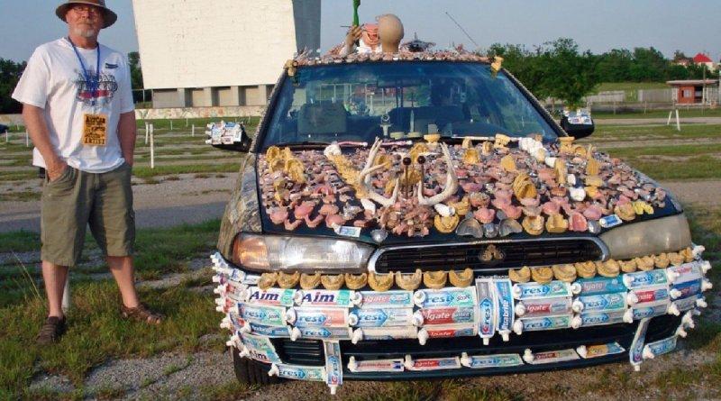 chewbrau 1200x900 - Designer copre la sua auto di dentiere e dentifrici