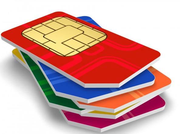 sim cards k6zF U43060842038547Z0 1224x916@Corriere Web Sezioni 593x443 - Cambio operatore, arriva la penale «Si rischiano anche più di 100 euro»