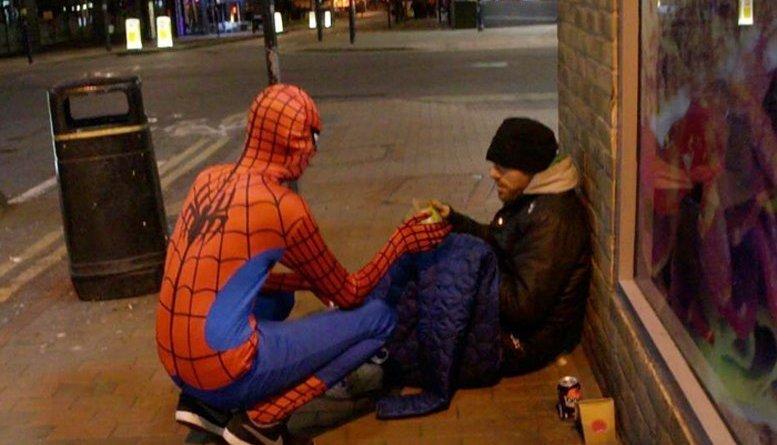 scuola 261 - Lo spiderman che aiuta i senzatetto