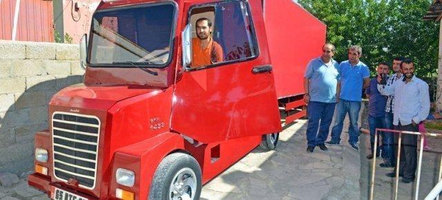 superthumb4 - Riesce a costruire un camion con le sue mani