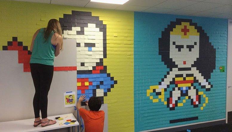 office wall post it art superheroes ben brucker 9 - Impiegato utilizza post-it per ravvivare l'ufficio