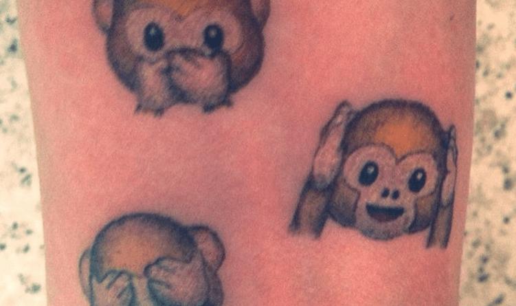 2015 05 03 0036 001 - 16 Tatuaggi a stile emoticon di Whatsapp