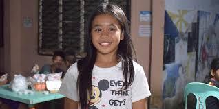 Rhea - Rhea 11 anni, corre senza scarpe