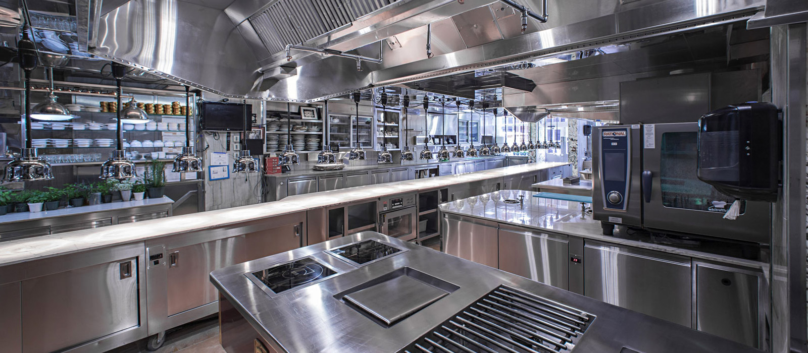 3 reasons to hire a commercial kitchen specialist - mrg construction
