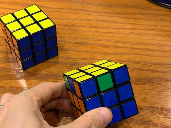 How to Solve a Rubiks Cube | looking-for-Corner-pieces