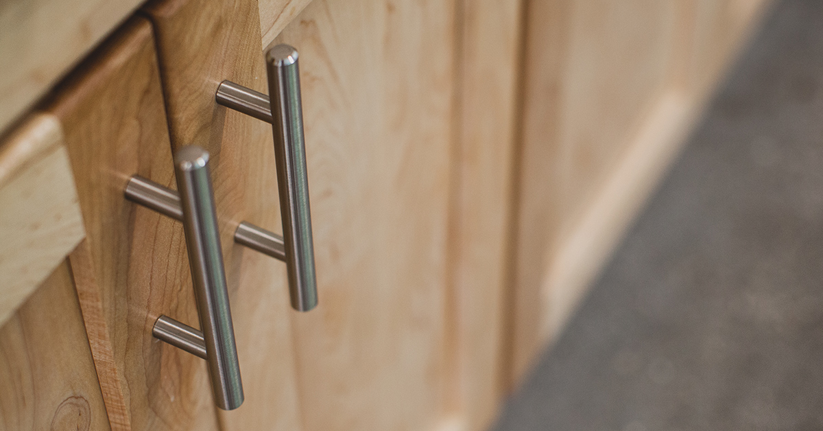 Replacing Cabinet Knobs With Handles