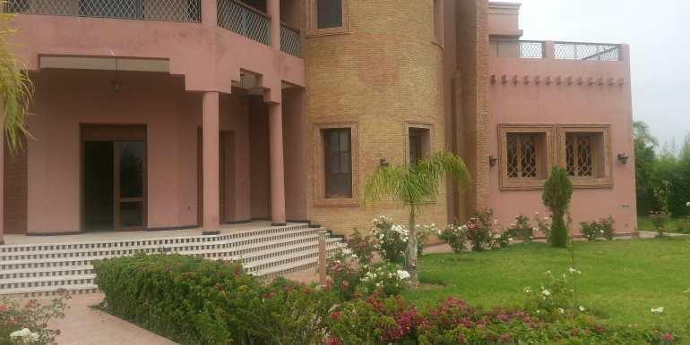 Villa à vendre au quartier agdal Marrakech4