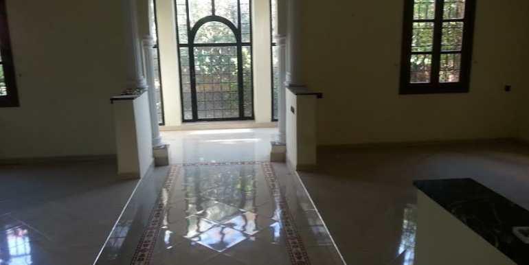 Villa Vide à Vendre sur la route de Fes Marrakech-5