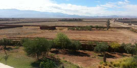 Terrain sur la route de l'ourika marrakech