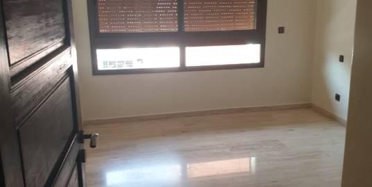 appartement de 100m2 vide a louer sur la route de casa