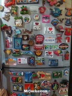 Bila Peti Ais penuh dengan koleksi Fridge Magnet